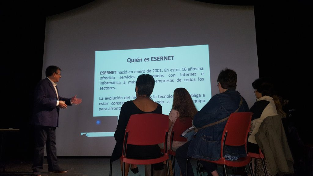Samuel Flores presenta a Esernet en Palazuelos Digital