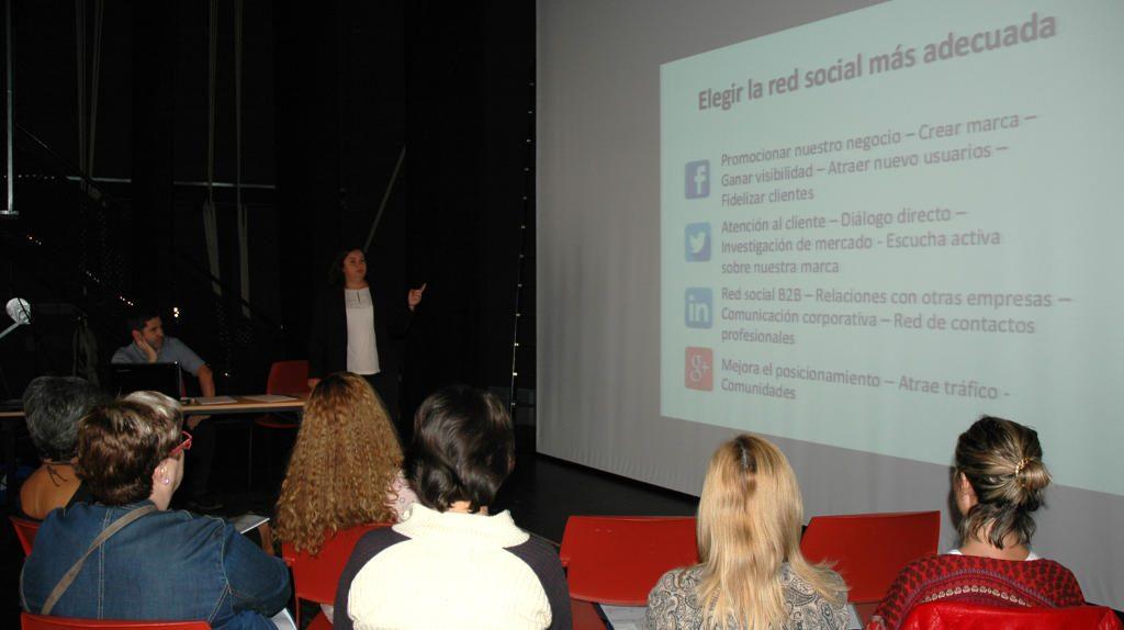 Alicia Díaz Núñez presenta los beneficios del uso profesional de las redes sociales en Palazuelos Digital